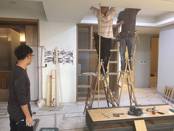 客廳空間電視牆麻繩造型施作4.jpg
