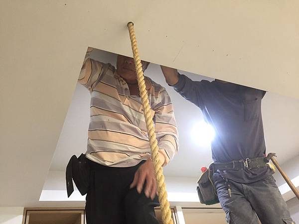 客廳空間電視牆麻繩造型施作3.jpg