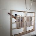 國泰 客廳空間電視牆木作角材結構施工完成 (1).jpg