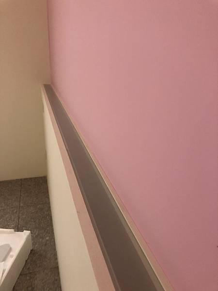 草屯舊屋翻新 二樓女孩房床頭打燈處噴砂玻璃安裝完成紀錄.jpg