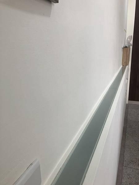 草屯舊屋翻新 主臥室床頭打燈處噴砂玻璃安裝完成紀錄.jpg