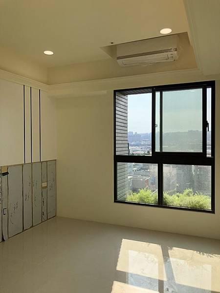 惠宇禮仁住宅設計 主臥室空間冷氣安裝完成.jpg