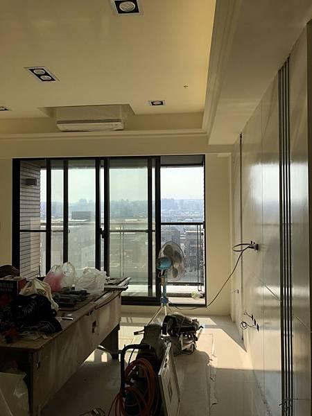 惠宇禮仁住宅設計 客廳空間天花板冷氣安裝完成.jpg