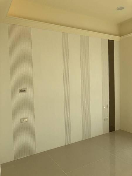 惠宇禮仁住宅設計 次臥室空間床頭造型右側茶鏡貼附完成.jpg