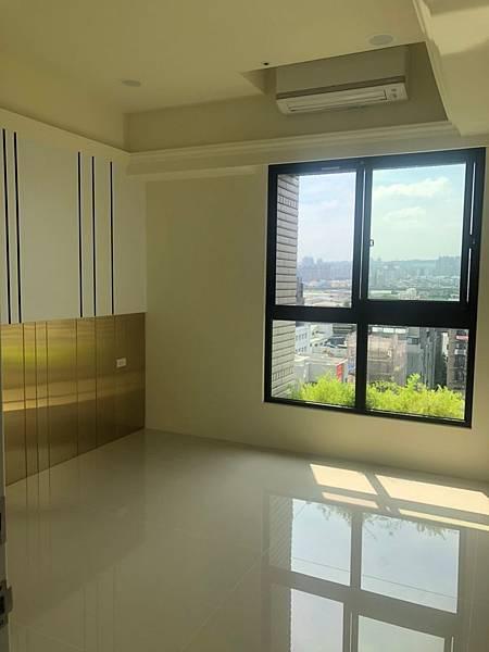 惠宇禮仁住宅設計 主臥室空間地板清潔完成紀錄.jpg