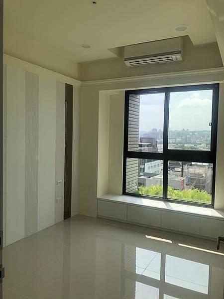 惠宇禮仁住宅設計 次臥室空間地板清潔完成.jpg