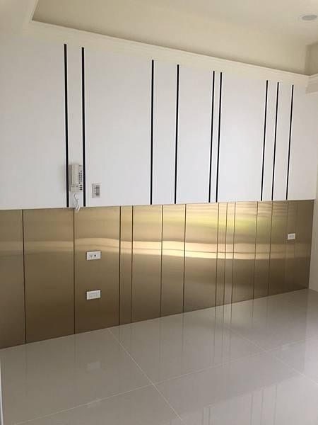 惠宇禮仁住宅設計 主臥室床頭背牆鍍鈦板清潔完成紀錄.jpg