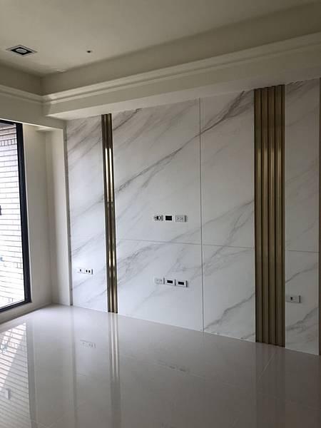 惠宇禮仁住宅設計 客廳電視牆清潔施工完成紀錄.jpg