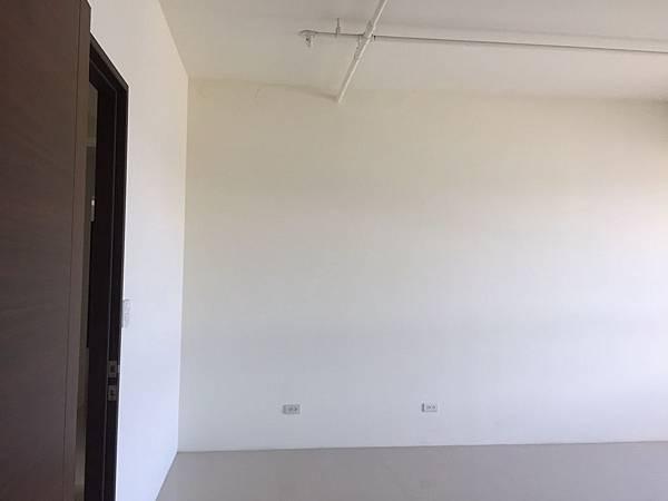 惠宇澄品 主臥室床頭背牆丈量紀錄.jpg