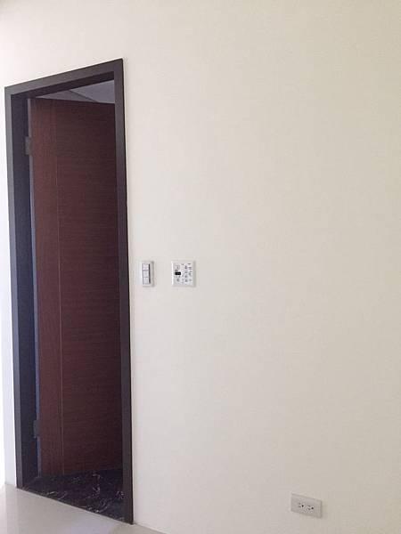 惠宇澄品 主臥室衛浴空間入口丈量紀錄.jpg