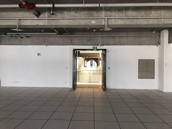 台中軟體園區辦公室設計 大門玄關處丈量紀錄.jpg
