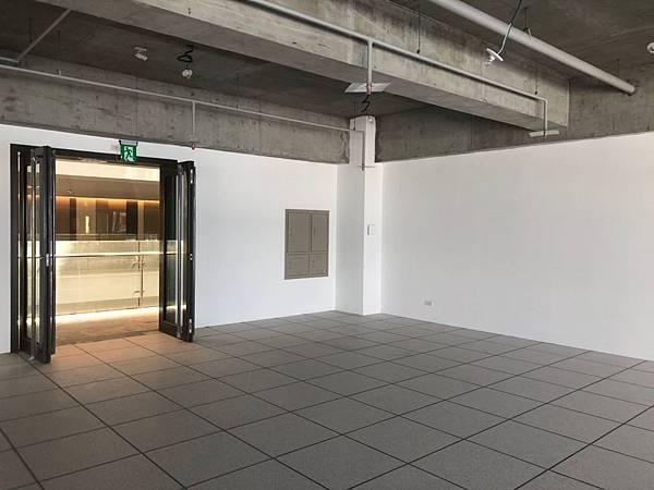 台中軟體園區辦公室設計 大門玄關處丈量紀錄 (2).jpg