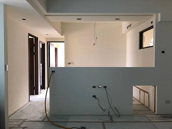 台中室內裝潢設計-系統櫃進場 (3).jpg