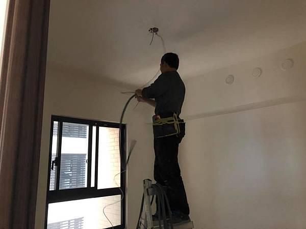 登陽穗悅住宅設計 次臥室二空間天花板燈具線路配線施工.jpg