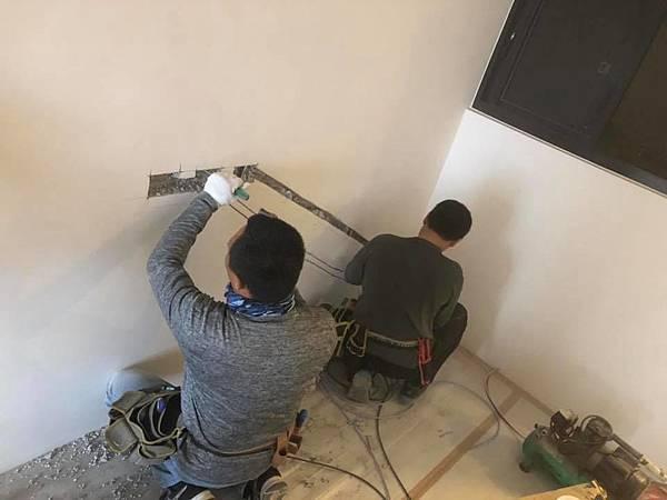 登陽穗悅住宅設計 餐廳空間插座位置打牆延伸施工.jpg