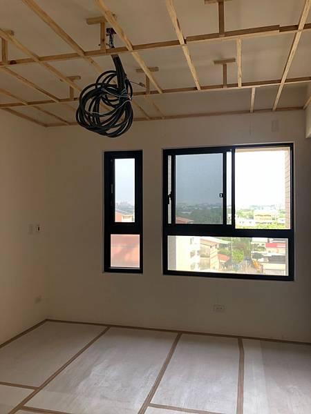 登陽穗悅室內設計 主臥室空間天花板燈具線路配線完成.jpg