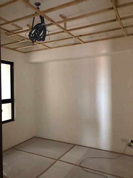 登陽穗悅室內設計 次臥室二空間天花板燈具配線施工完成.jpg