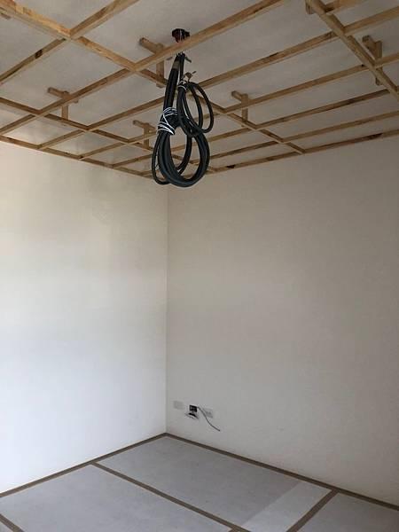登陽穗悅室內設計 主臥室空間天花板木作角材結構施工紀錄.jpg