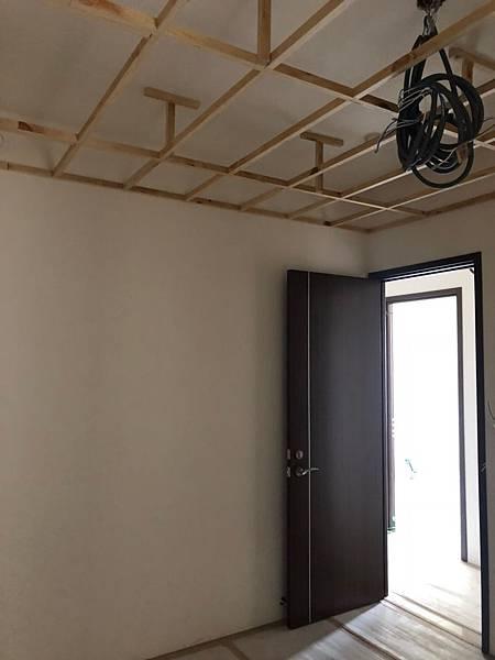 登陽穗悅室內設計 次臥室二空間天花板木作角材結構施工紀錄.jpg
