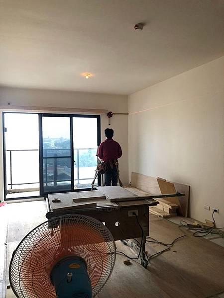登陽穗悅室內設計 客廳空間木作角材結構施工中.jpg