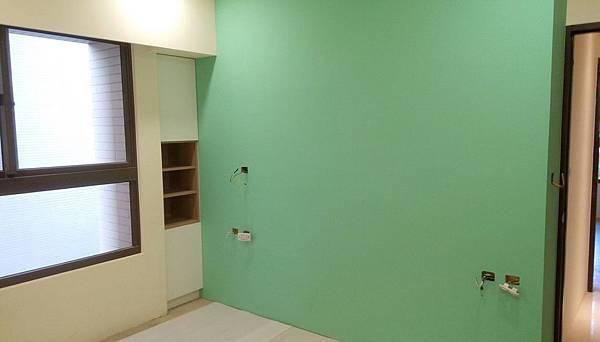太和安縵住宅設計 次臥室二空間床頭面板待安裝施工.jpg