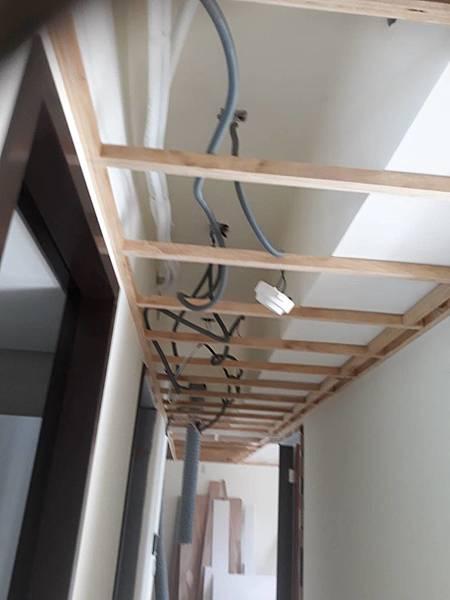 走道空間水電燈具拉管配線1.jpg