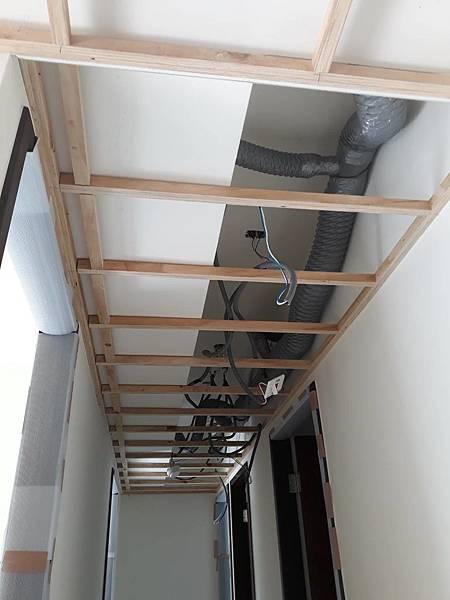 走道空間水電燈具拉管配線2.jpg