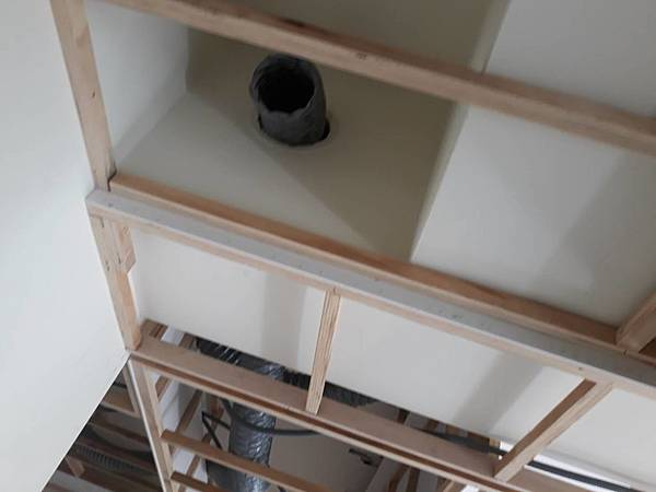 客廳空間天花板全熱交換機管線.jpg