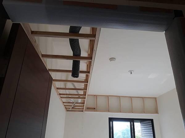 女兒房空間天花板全熱交換機管線配線.jpg