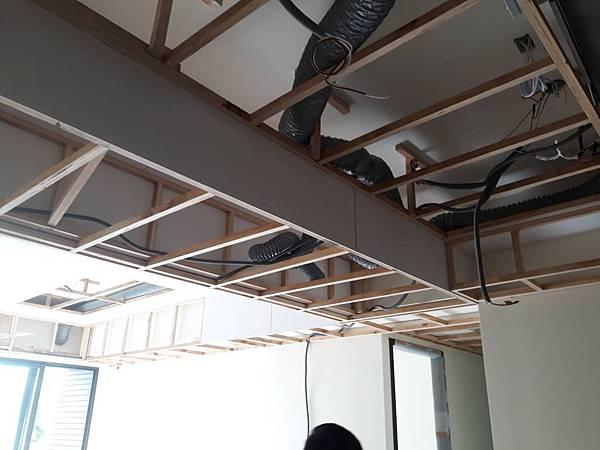 餐廳空間天花板全熱交換機管線配線.jpg