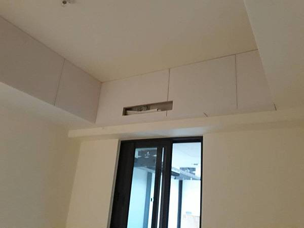 次臥室空間天花板矽酸鈣封版2.jpg