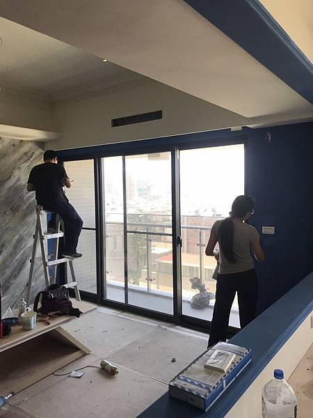 客廳牆面油漆跳色施工.jpg