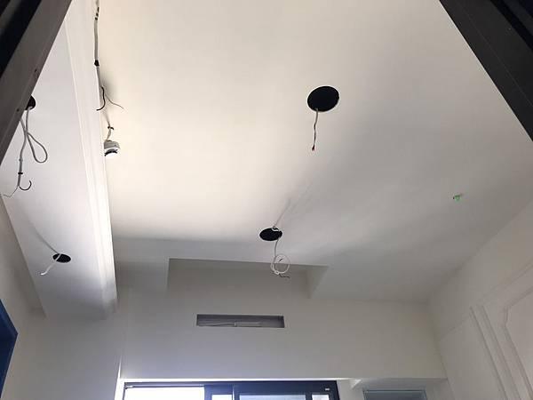 書房天花板挖孔1.jpg