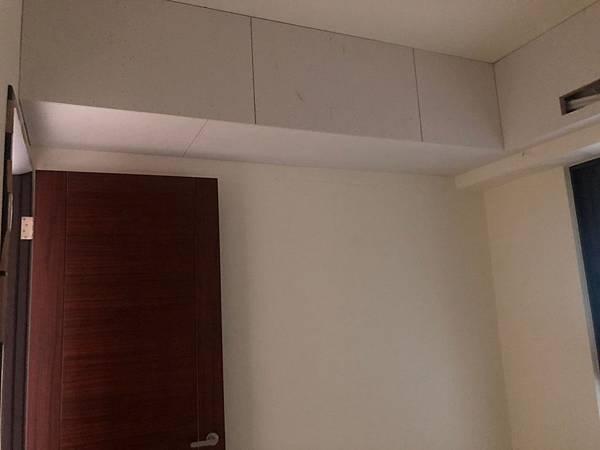 惠宇新觀室內設計 次臥室空間天花板包樑處矽酸鈣封板施工 (2).jpg
