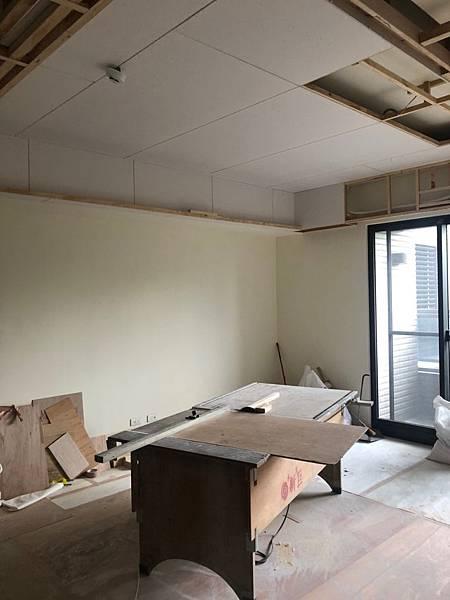 惠宇新觀室內設計 客廳空間天花板偵煙器延伸施工紀錄.jpg