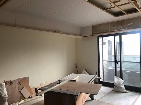 惠宇新觀室內設計 客廳空間天花板矽酸鈣封板進度紀錄.jpg
