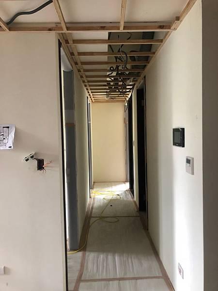 惠宇新觀室內設計 走道空間天花板燈具線路及偵煙器延伸施工紀錄.jpg
