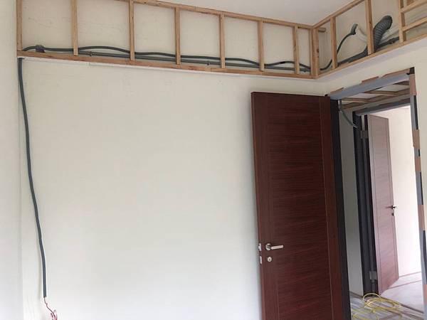 惠宇新觀室內設計 男孩房空間天花板水電線路延伸施工紀錄.jpg