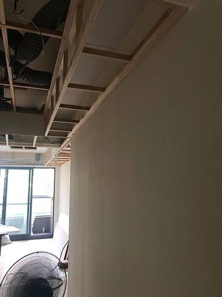 惠宇新觀室內設計 餐廳空間天花板預留吊畫軌道位置施工紀錄.jpg