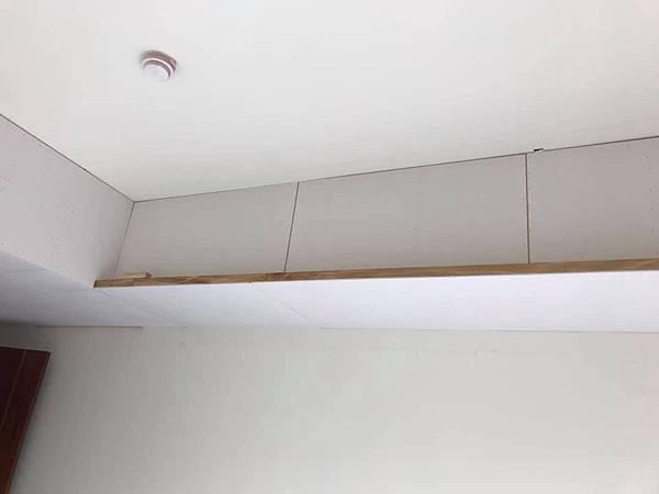 惠宇新觀室內設計 主臥室空間天花板矽酸鈣封板施工.jpg