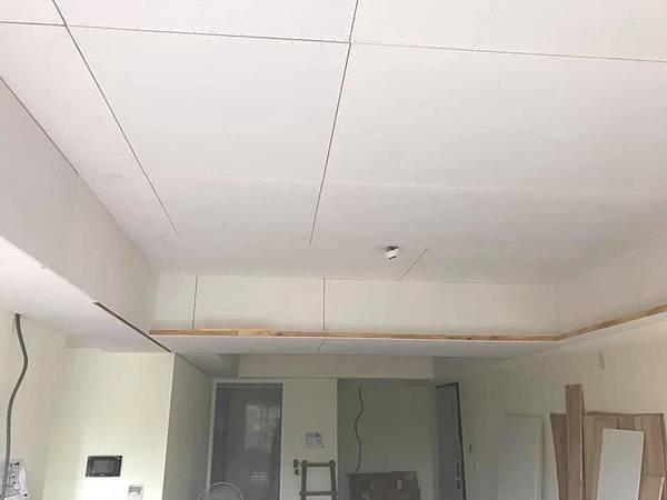 惠宇新觀室內設計 客廳空間天花板矽酸鈣封板施工 (2).jpg