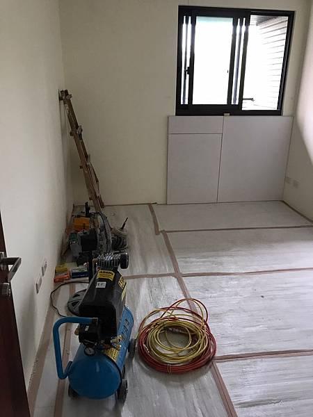 惠宇新觀室內設計 女孩房空間書桌下方封板施工完成.jpg