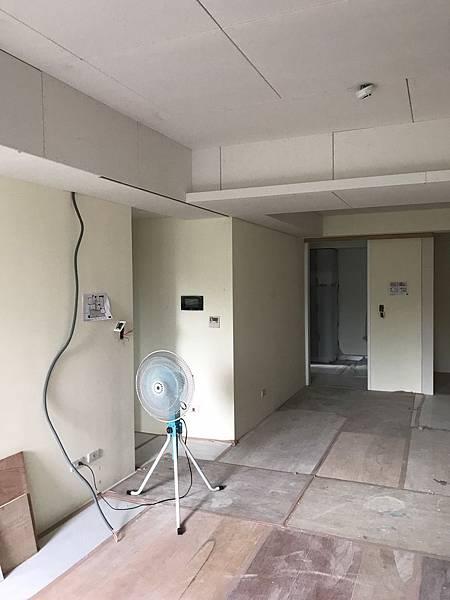 惠宇新觀室內設計 客廳空間天花板封板完成紀錄.jpg