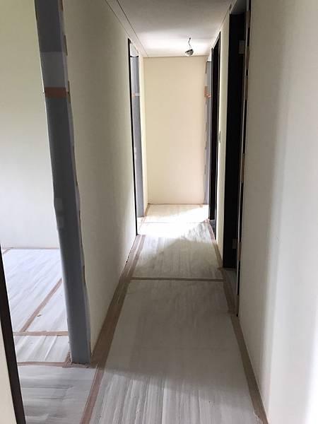 惠宇新觀室內設計 走道空間天花板矽酸鈣封板完成.jpg