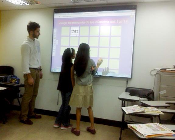 兒童班的小朋友透過互動遊戲,玩愈多學習愈多!- 西班牙文兒童班 Miquel 老師