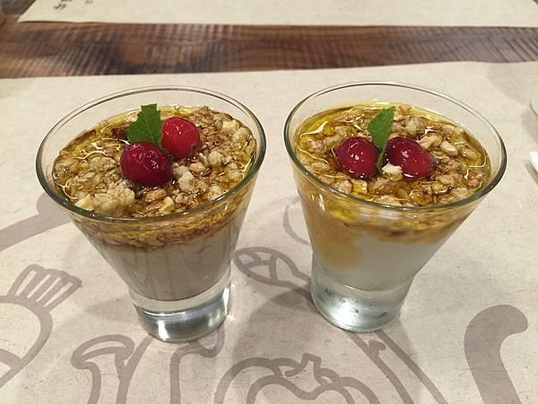 前菜 - (左)燕麥果泥&(右)鮮奶優格.JPG