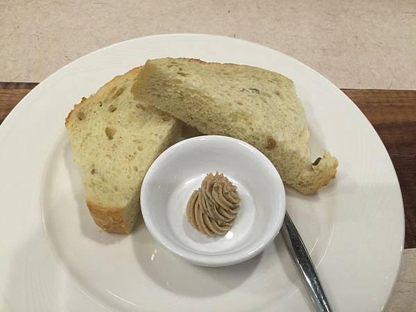 裸麥麵包.JPG