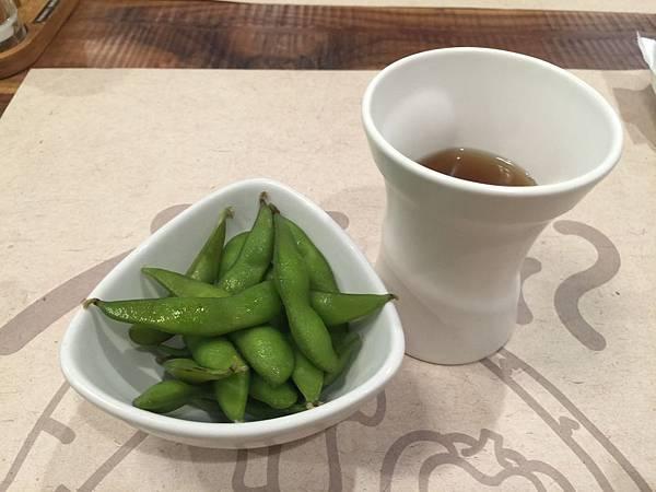 熱麥茶&毛豆.JPG