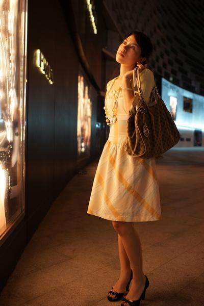 2009-10-31-百貨牆外拍精選#01.JPG