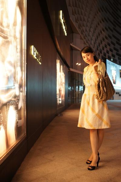 2009-10-31-百貨牆外拍精選#02.JPG